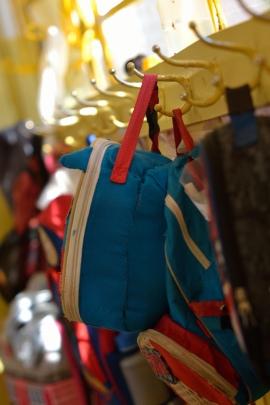 Bolsas penduradas em nossos ganchinhos.