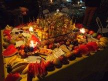 Mesa de frutas e patês