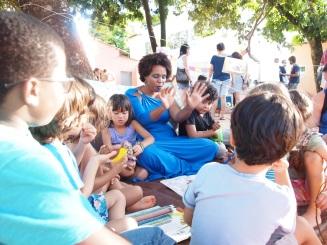 Contação de histórias com a princesa Adriana
