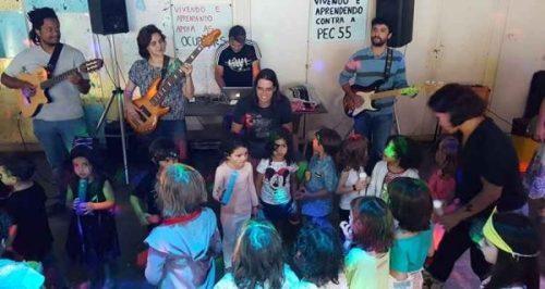 """Quase todos os pais tocam algum instrumento. Essa coincidência de tantos músicos foi uma das grandes razões para desenvolver esse projeto"""" Marcelo Lima, compositor"""