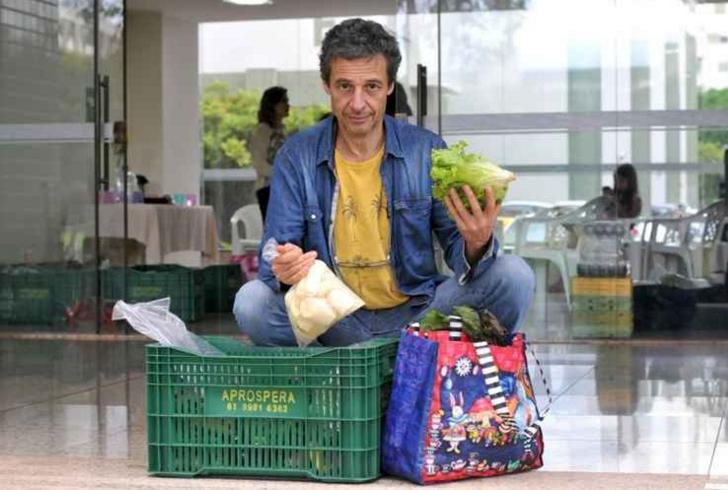 O músico Antoine Espagno, 57 anos, é um dos coagricultores da CSA